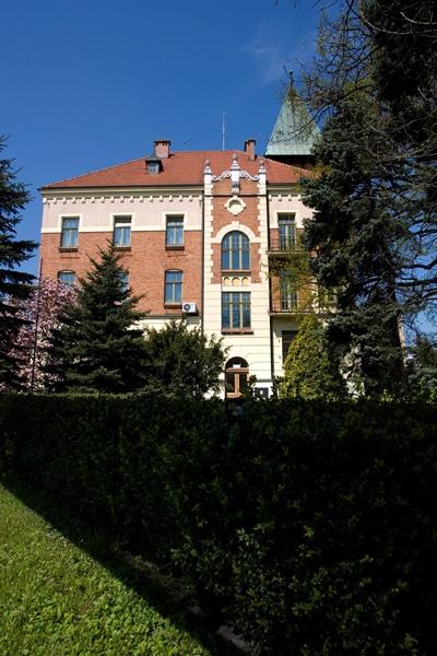 a Wodociągów Miasta Krakowa. Budynek z cegły. Ujecie z tyłu.