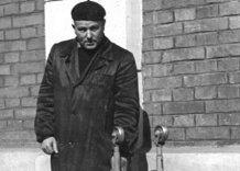 Archiwalne zdjęcie pracownika Wodociągów. Czarno białe.